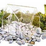 Glashaus auf Steinen