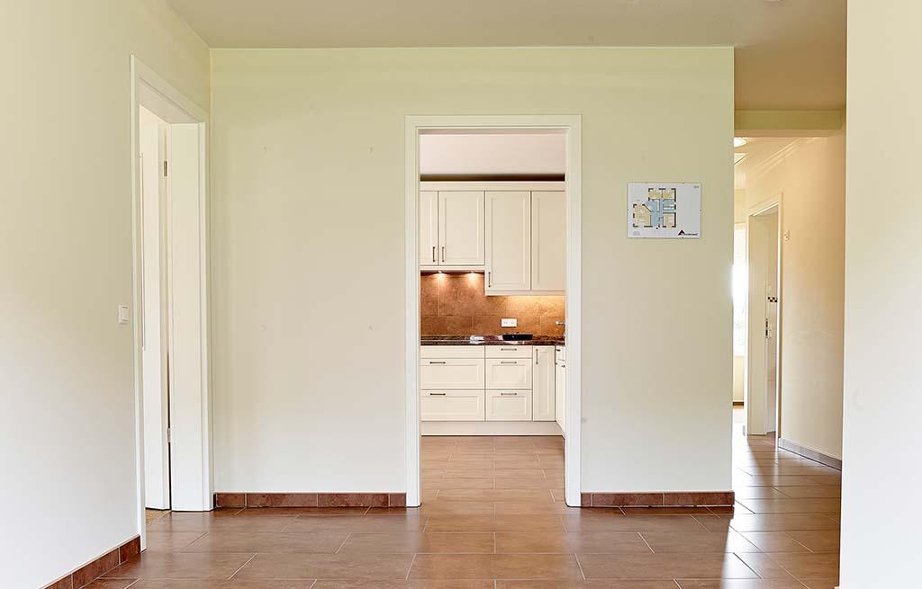 Bungalow 128w Diele Eingangsbereich Blick auf Küche und Flur
