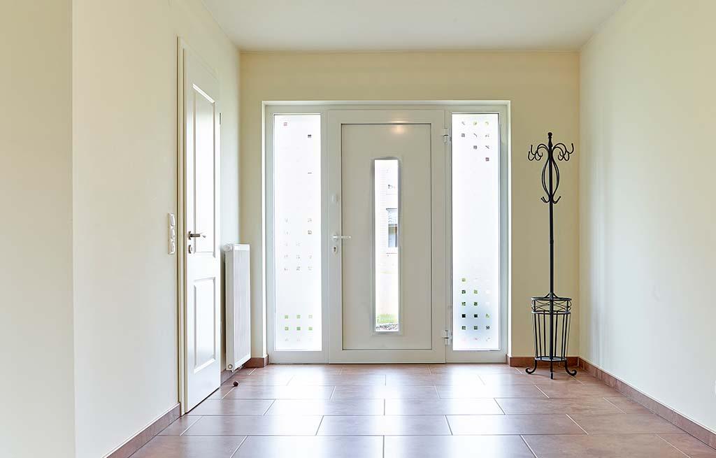 Bungalow 128w Diele Eingangsbereich Haustüransicht